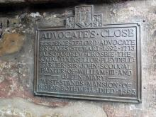 Plaque at the Entrance to Advocate's Close with memorial to Queen Mary II