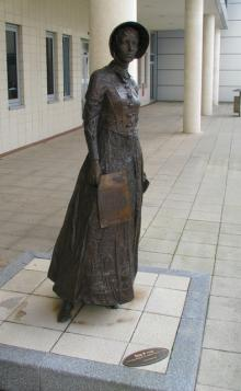 Statue of Ella Pirrie at Belfast City Hospital