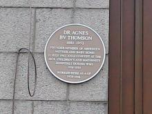 Plaque to Agnes Thomson